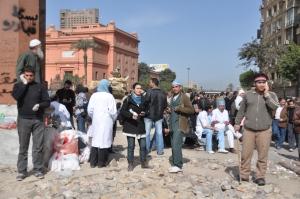 Punct de prim ajutor impovizat pe strada Cairo 3 feb 2011 Foto Cristian Botez